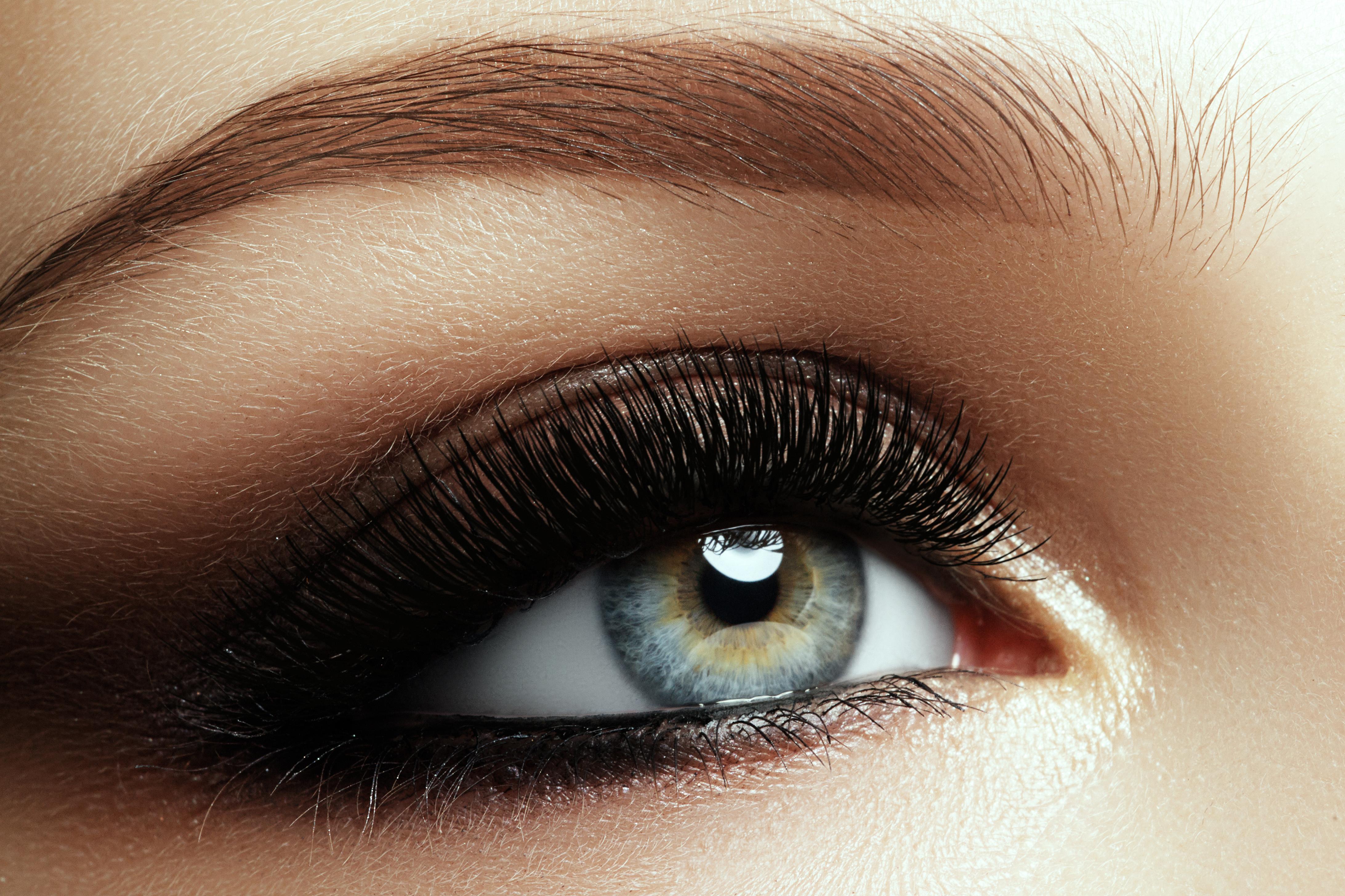 Extra: Schöne Augen - AMICA Parfümerie Leipert